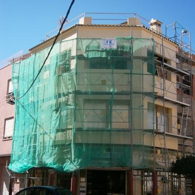 Montaje de andamio en una fachada