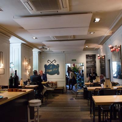 Reforma  restaurante anteriormente Braserie ahora Makkila c/Serrano esquina Diego de Leon en Madrid