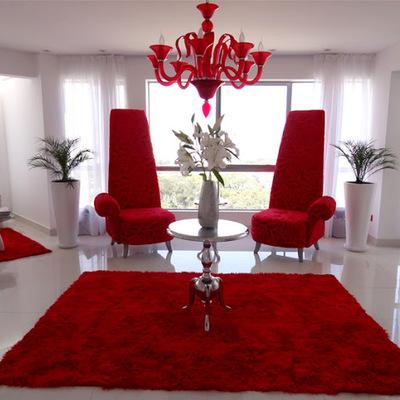 Sala roja y blanca