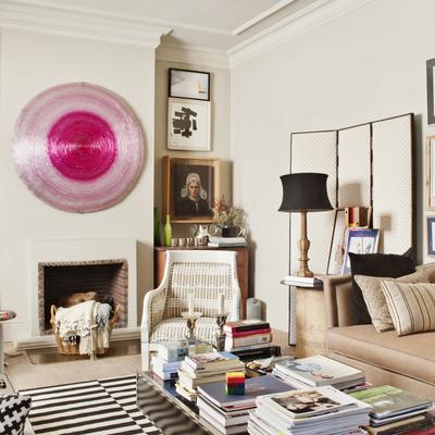 Un apartamento ecléctico con destellos románticos