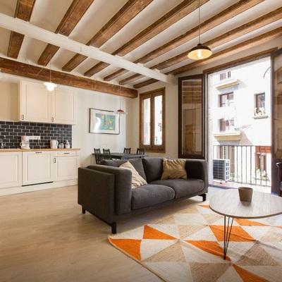 Estilo nórdico y mediterráneo en una vivienda del Barrio Gótico de Barcelona