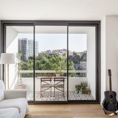 Ganar luz natural y espacio con presupuesto ajustado