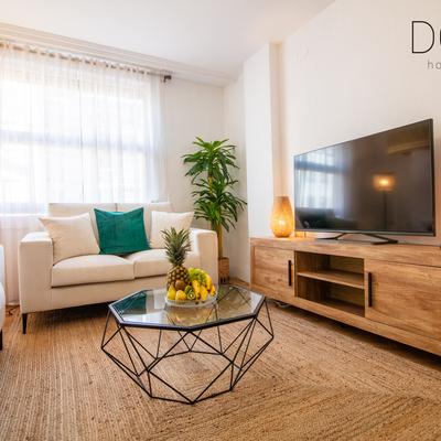 Diseño de interiores y Home Staging en un Apartamento Turístico Vacío en Valencia