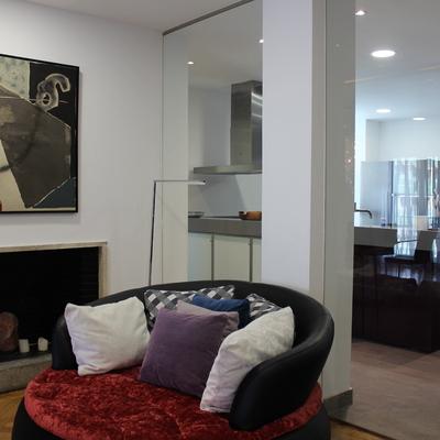 Salon, cocina, tabiqueria de cristal mobiliario