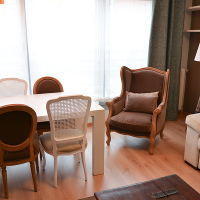 Un apartamento de estilo clásico con toques eclécticos