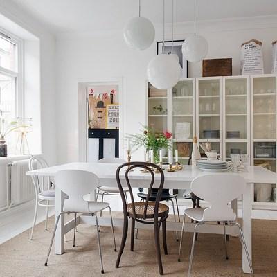 salón con estantería Billy Ikea