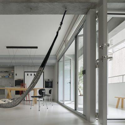 salón con estructura de hormigón