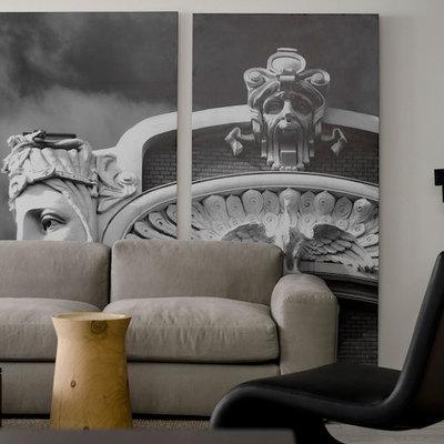 salón con obras de arte