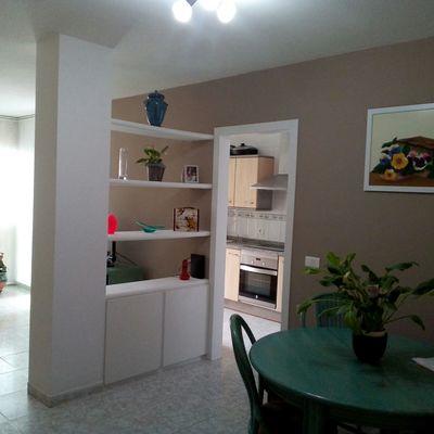 Salón despues de pintura. Anulación puerta cocina.