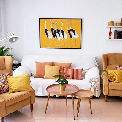 Pared del sofá y frente a la cama: ¿de qué forma puedo decorarlas?