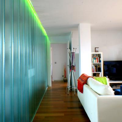 salón y estar conectados a través de un plano translúcido