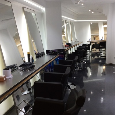 Ideas y fotos de iluminaci n peluquer as para inspirarte for Iluminacion para peluquerias