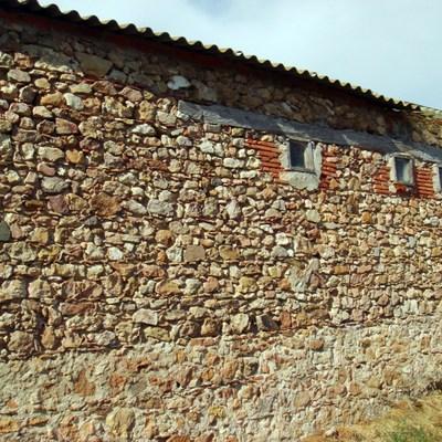 2012-Rehabilitación De Parte De Fachada Y Anclaje Piedras En Casa De Pueblo