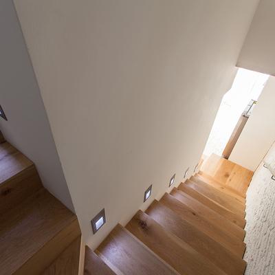 Presupuesto iluminaci n escaleras online habitissimo for Apliques para escaleras de comunidad