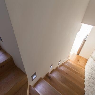 Presupuesto iluminaci n escaleras online habitissimo for Apliques led para escaleras