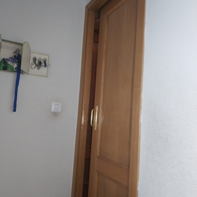 Puerta corredera pared exterior.cambio de ruedas y ajuste de carril