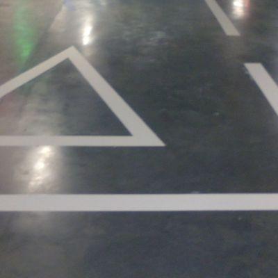 Señalización vial parquing centro comercial