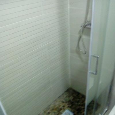 reforma de servicio antiguo y en malas condiciones a moderno con ducha