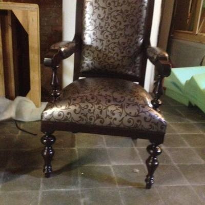 Retapizar dos sillas con posabrazos