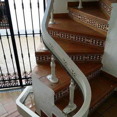 Instalación silla salvaescalera curva