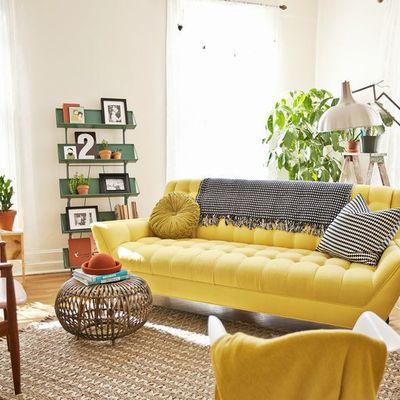 Sofá amarillo retro