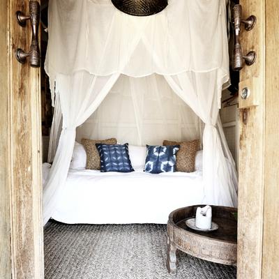 Sofá con cortinas