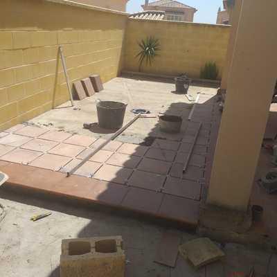 colocación solería patios traseros