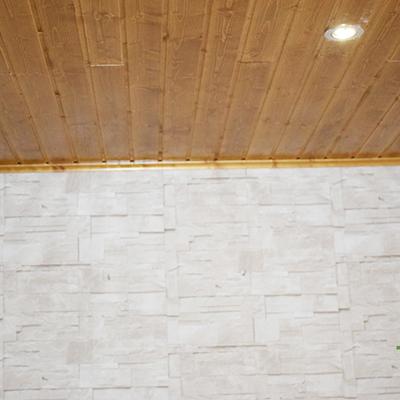 Sube la madera al techo