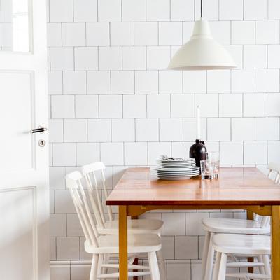 suelo cocina en damero blanco y rojo
