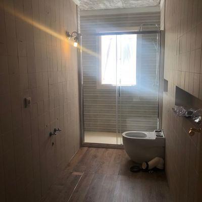 Remodelación baño, cambio bañera por pie de ducha