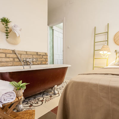 Suite con bañera en la habitación