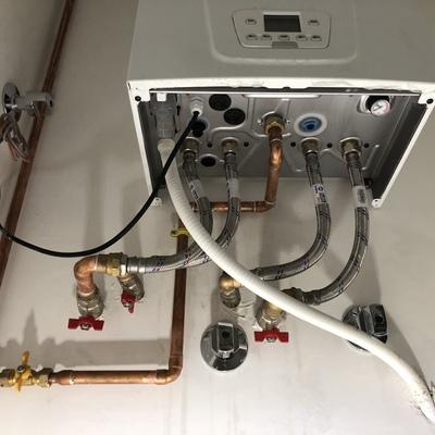 Instalación caldera a gas más salida de humos