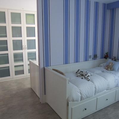 Tabique que une dormitorios infantiles