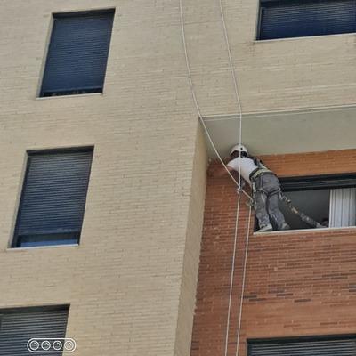 Eliminación de avisperos en fachada