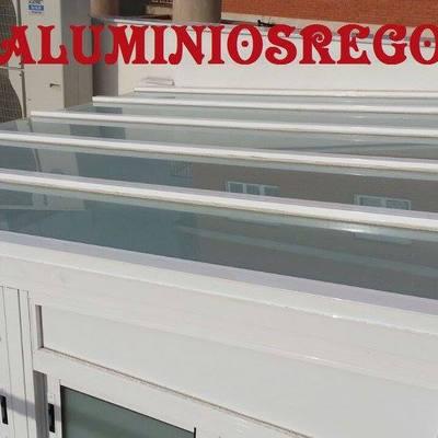 Techo fijo de Aluminio con ventanas corredera para ventilacion, Almeria