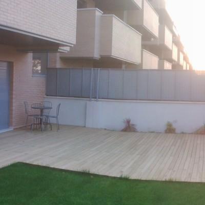 Terraza en madera de pìno tratado y caseta de jardin en Madrid