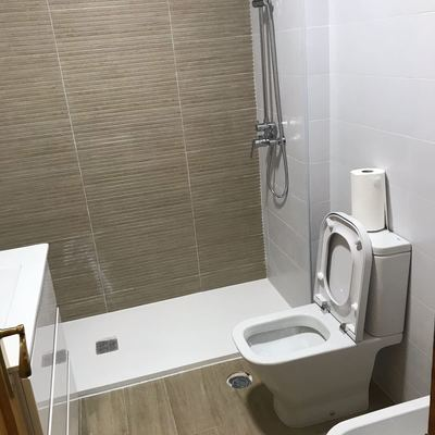 reforma de baño en alahurin