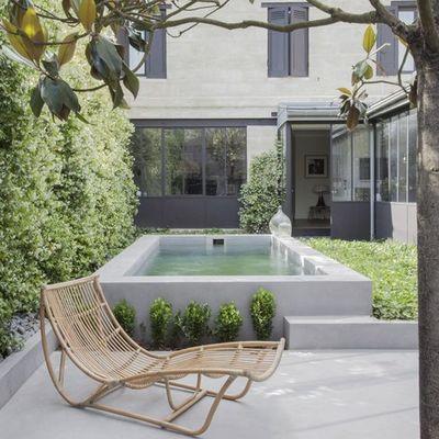 terraza con piscina pequeña