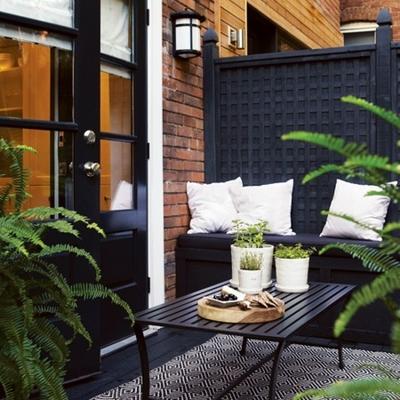 terraza con valla de plastico