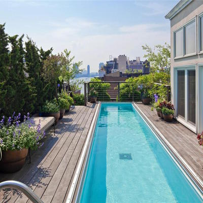 piscina en terraza de un ático