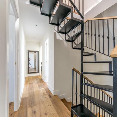 Tiana House - Pasillo y escaleras