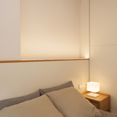 Tira de Lez en cabecera de cama