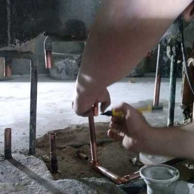 Sustitución de tubos de cobre picados.