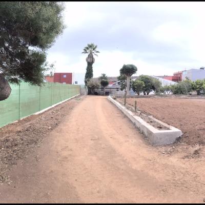 Construcción de muro y vallado, limpieza de terreno.