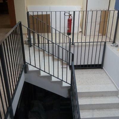 Proyecto y ejecución de escalera interior en local comercial.