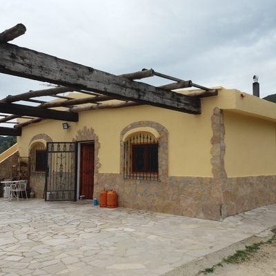 Restauración y pintado de fachada