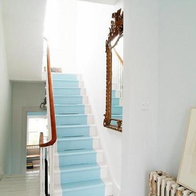 Escaleras pintadas: diseño y originalidad peldaño a peldaño