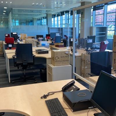 Movilización de mobiliario de oficina.