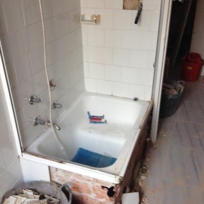 Reforma de baño completa con cenefa doblada