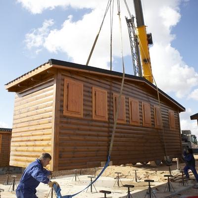 Traslado de una casa prefabricada de madera de 84 m2